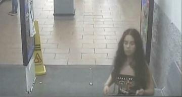 Policía: mujer orina sobre las papas en Walmart y se va