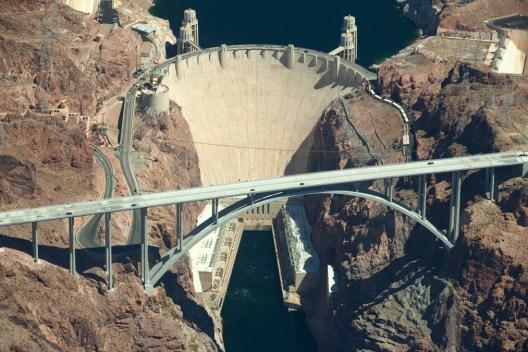 Incidente en I-11 causa cierre cerca de presa Hoover