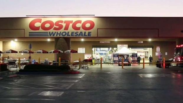 [TLMD - LA] Clientes aterrorizados tras balacera en tienda en Corona