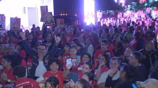 Miles marchan en el Strip para mostrar fortaleza tras masacre en Las Vegas