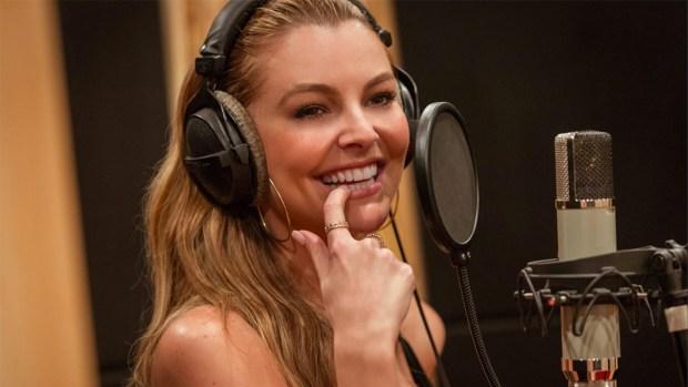 "Marjorie de Sousa estrena video del tema musical para la serie ""Un poquito tuyo"""