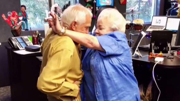 [TLMD - MIA] Se vuelve viral video de abuelos bailando reguetón