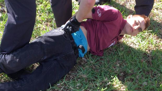 Otra masacre en escuela: exalumno regresa para matar en San Valentín