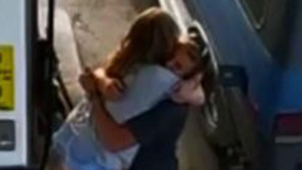 Desgarrador video: el último abrazo de una pareja antes de morir