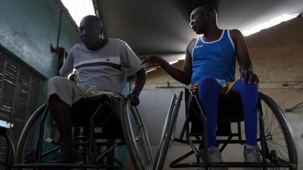 Boxean en sillas de ruedas