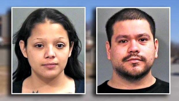 Hallan niño desnutrido y encadenado: arrestan a padres hispanos