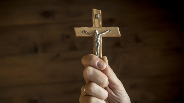 Qué es el exorcismo, el polémico ritual que aterroriza