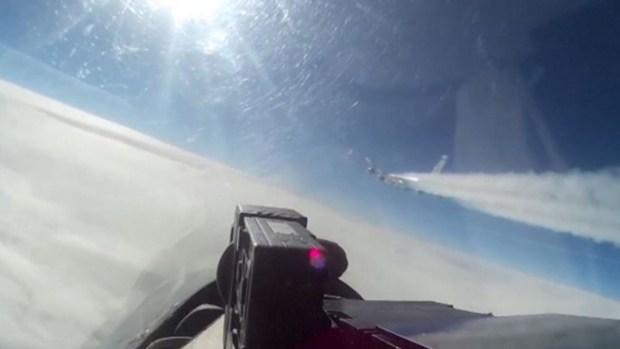 En video: un jet ruso y otro de EEUU casi se rozan en las alturas