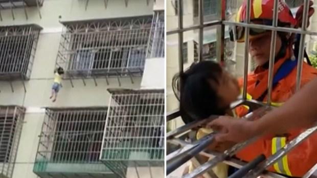 [TLMD - NATL] Inquietante video: niña queda colgando del cuello al escabullirse por la ventana
