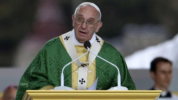 Mira qué representa el vestuario papal