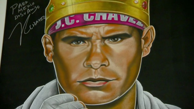 Artista mexicano pinta a famosos con sus dedos