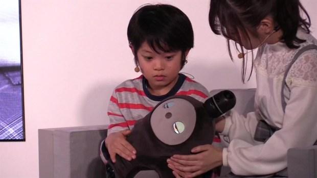 [TLMD - LV] Robot para generar afecto y ayudar a vencer la soledad