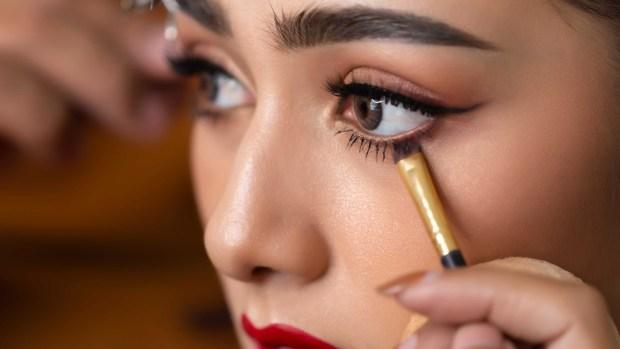 [TLMD - LV] El peligro oculto del maquillaje que puede causar la ceguera