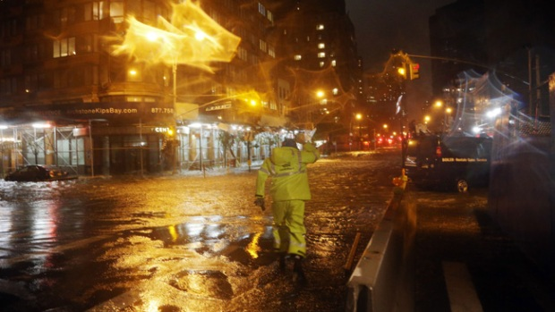 Video: Oscuro amanecer en Nueva York