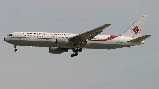 Video: Hallan caja negra del avión de Air Algerie