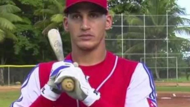 Video: Dodgers firman al cubano Guerrero