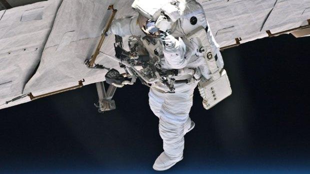 Video: Mira qué pasa si lloras en el espacio