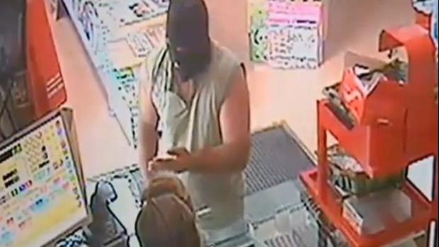 Video: Insólito: mujer regatea con atracador