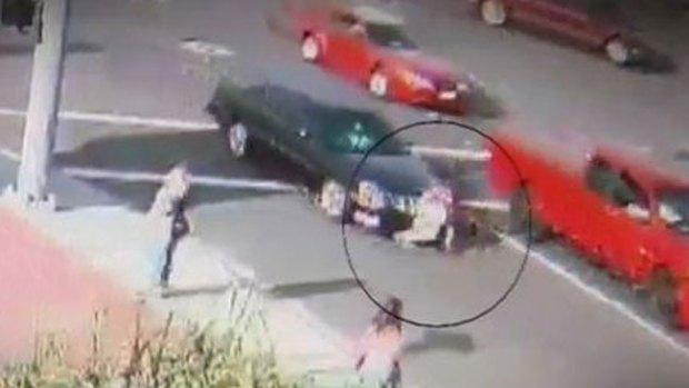 Video: Arrollan y atropellan a mujer dos veces