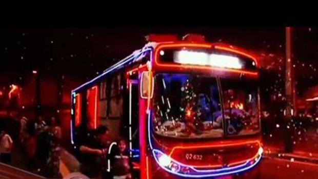 Video: Mira el mejor bus navideño del mundo