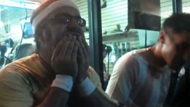 Video: Se le atragantaron las cucarachas