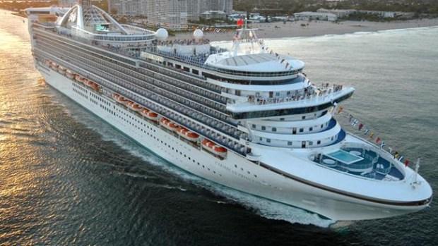 Video: Crucero regresa con cientos de enfermos