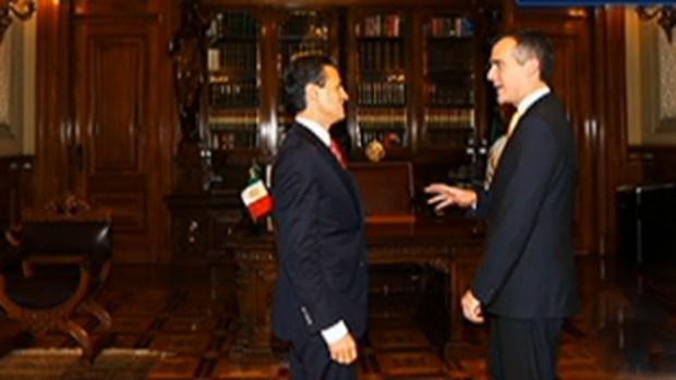 Video: Alcalde de L.A. busca solución en México