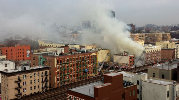 Video: Al menos 2 muertos por derrumbe en NY