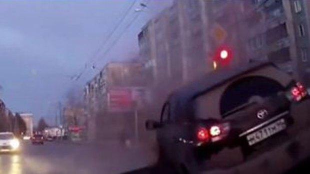 Video: Impacto: explosión levanta el pavimento