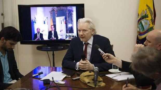 Video: Assange: 2 años recluido en embajada