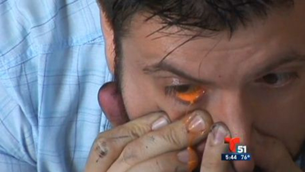 Video: Pintor llora lágrimas en colores
