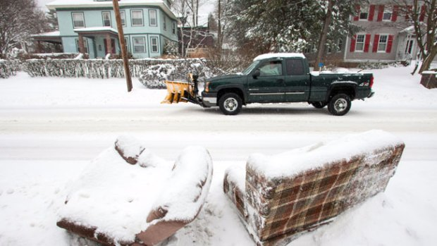 Video: Tormenta de nieve paraliza a Massachusetts