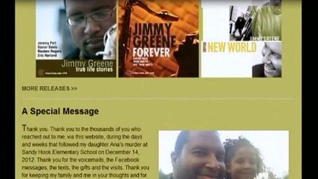 Video: Padre honra a niña muerta en Newtown