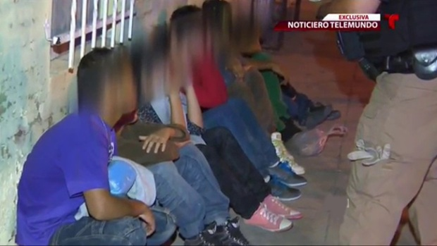 Video: Cruz Roja socorre a niños migrantes