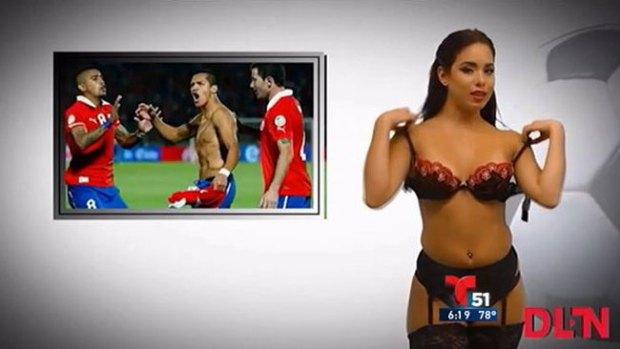 Video: Mujeres se desnudan dando las noticias
