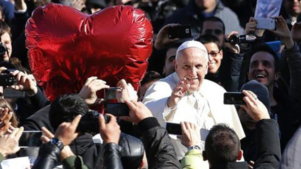 Video: Papa Francisco recibe a los enamorados