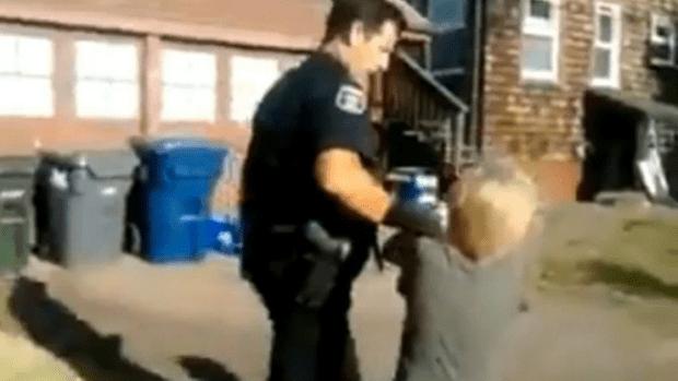 Video: Policía pega a un niño de 8 años