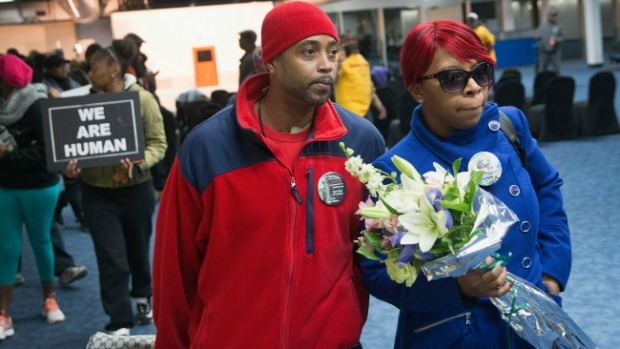 Video: Padre de Michael Brown se disculpa
