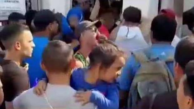 Caótica situación viven cubanos varados en México