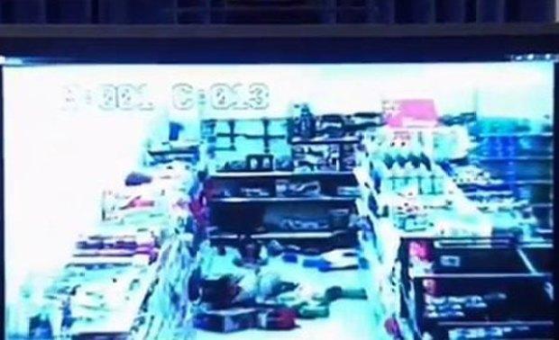 Video: Revelan video de pistoleros en Walmart
