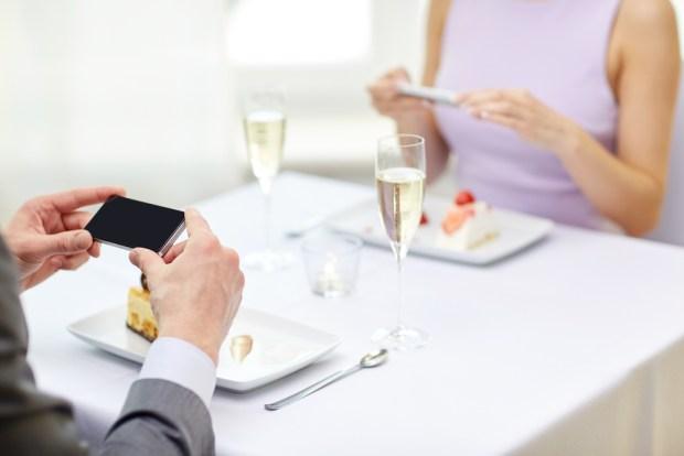 Test: Descubre si tu pareja ama más a su teléfono que a ti