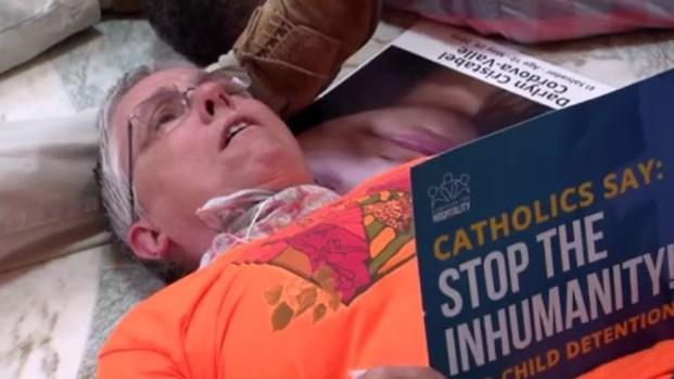 Religiosos arrestados tras protesta pro inmigrante