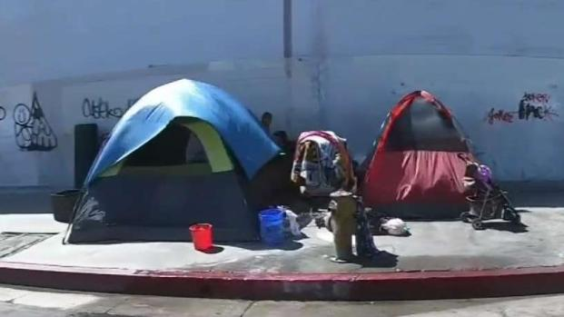 [TLMD - LV] Ordenanza quiere hacer ilegal el sentarse, acostarse y acampar en calles de Las Vegas