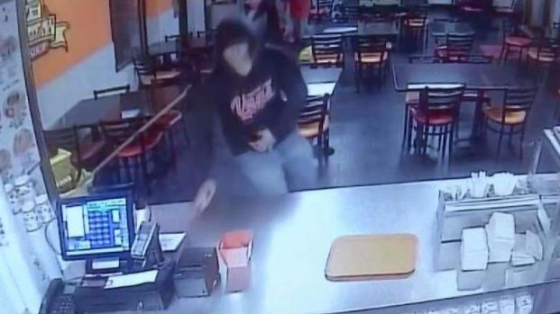 [TLMD - LV] Hombres armados roban establecimiento de Roberto's Tacos