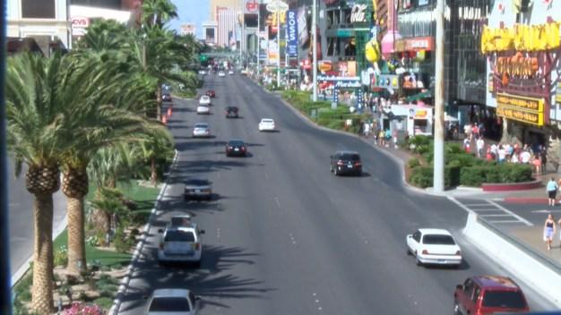 Propone prohibir autos particulares en el Strip