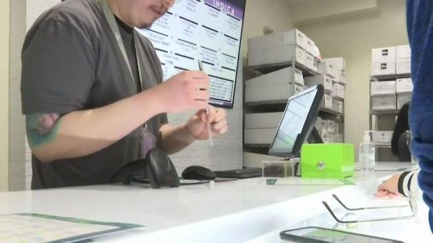 Esperan grandes ventas en día de la marihuana