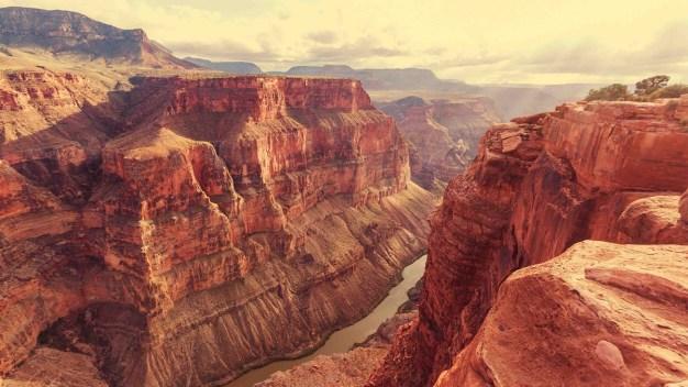Muere mujer al caer del borde en el Gran Cañón