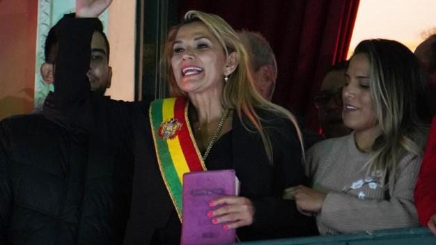 Bolivia: senadora opositora se declara presidenta