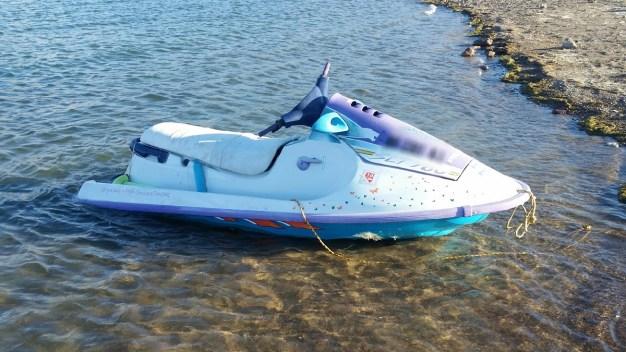 Guardabosques buscan por dueño de moto acuática