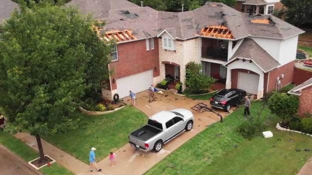 En fotos: tornados causan impresionantes daños al norte de Texas